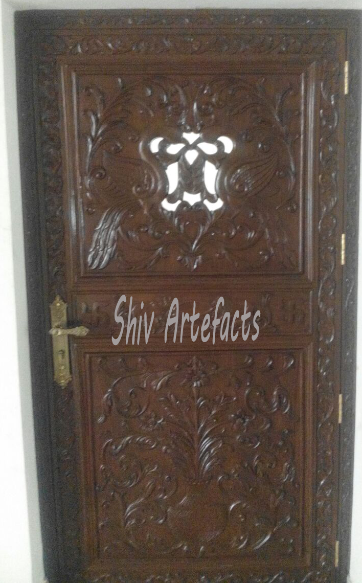 WOODEN CARVED DOOR
